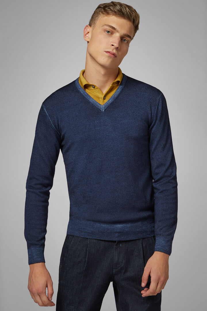Stonewashed Merino Wool V-Neck Jumper, Navy blue, hi-res