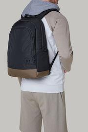 schwarzer rucksack aus recyceltem technischem stoff, Black - Military, hi-res