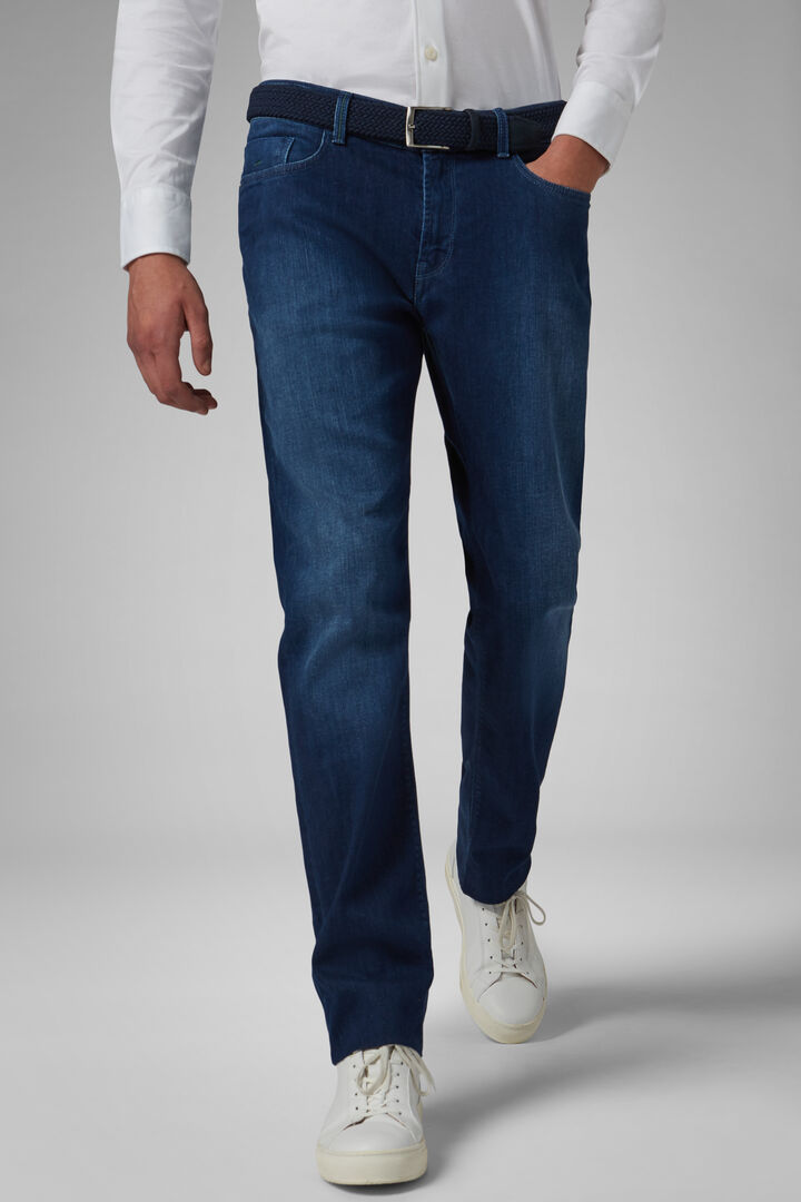Denim Regular Fit Elástico Con 5 Bolsillos Y Lavado Medio, Mezclilla, hi-res