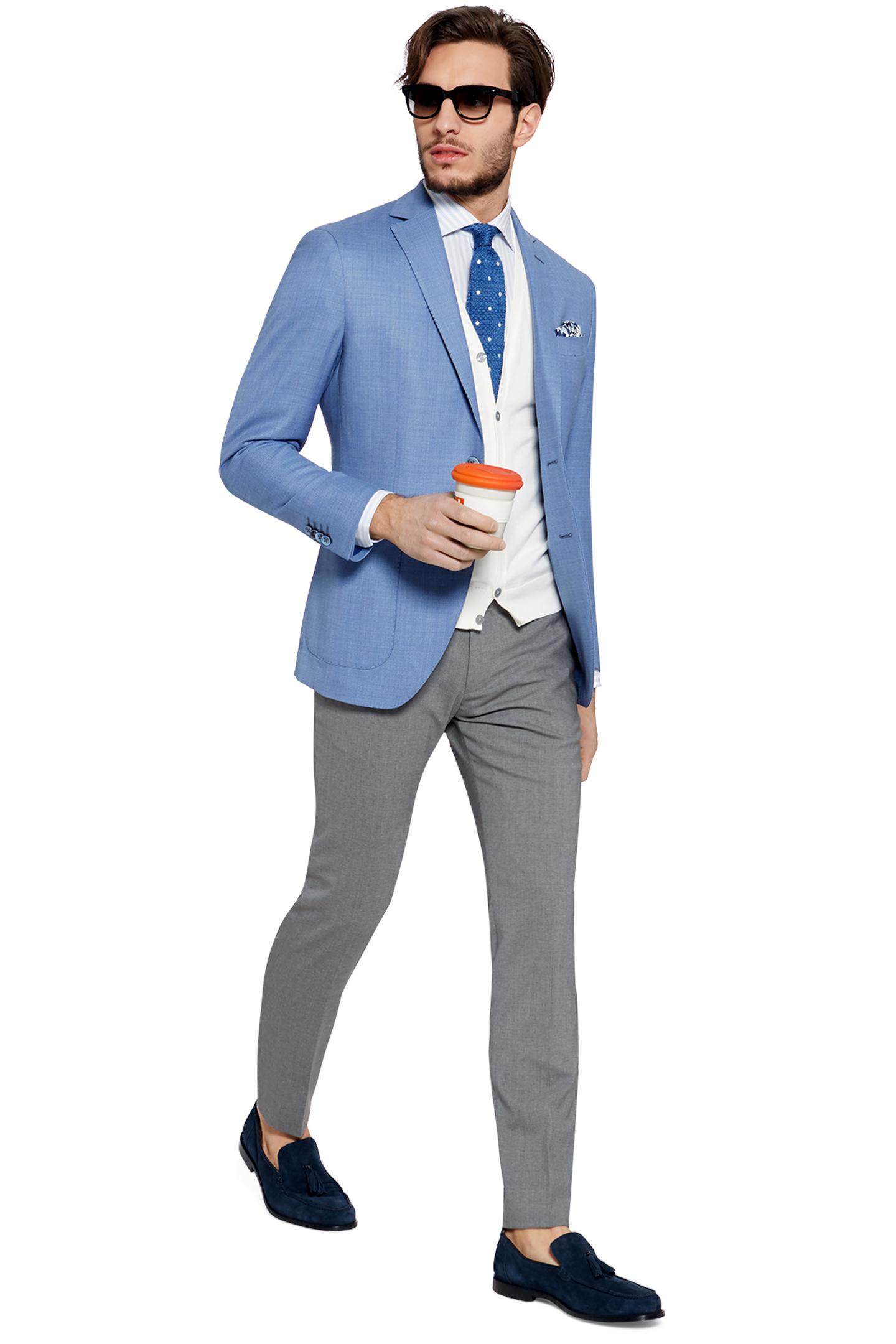 Giacche uomo La collezione di giacche OVS propone una selezione di tagli classici e moderni dai dettagli sartoriali e dai materiali premium, per una texture morbida ed elegante. Tra giacche a uno, due, tre bottoni o doppiopetto, blazer easy-going destrutturati e semi foderati, field jacket e blazer dal tono military, ognuno può trovare il modello più giusto per sé.